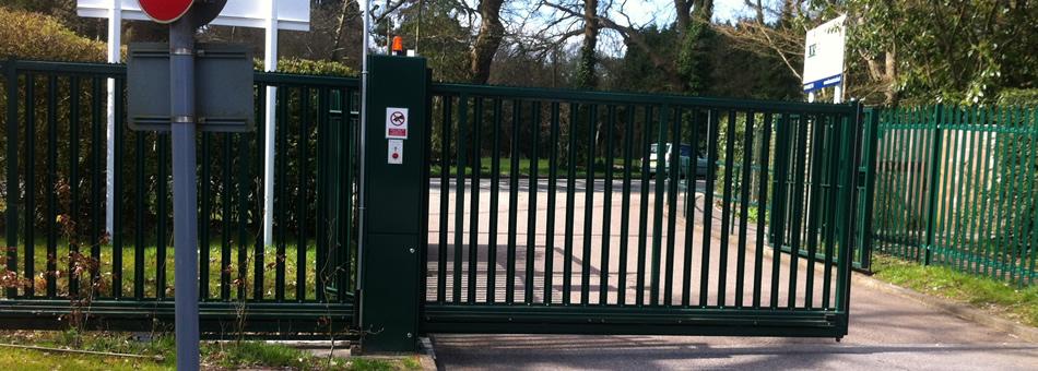 gates fencing contractors